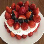 クリスマスケーキは市販のスポンジケーキを使って楽に作る